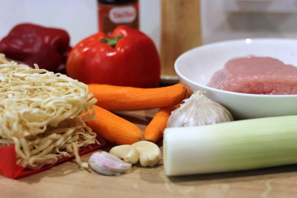 Składniki na chow mein