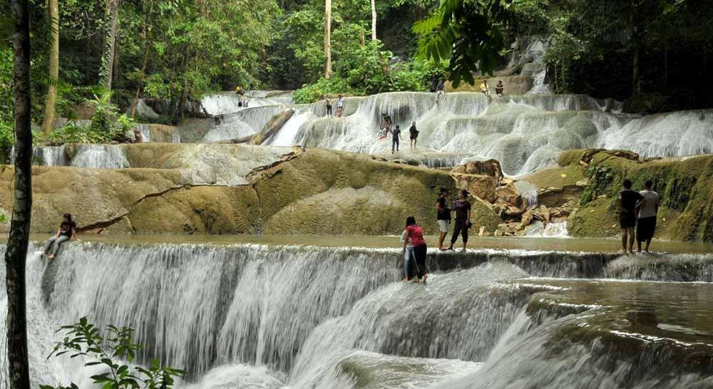 Air Terjun Moramo Sulawesi Tenggara