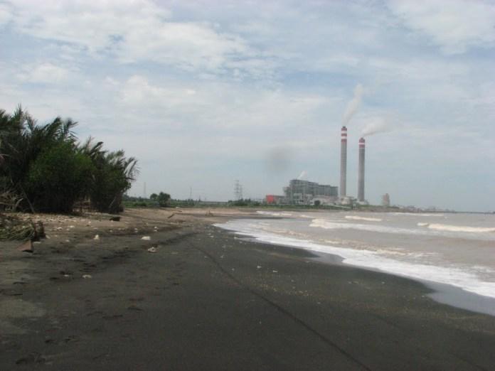 Pantai Bayuran Pesona Pantai Berpasir Hitam di Jawa Tengah ...