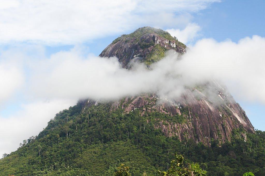 Bukit Kelam Eksotisnya Batu Alam di Kalimantan Barat