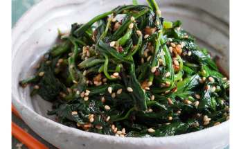spinach with sesame image