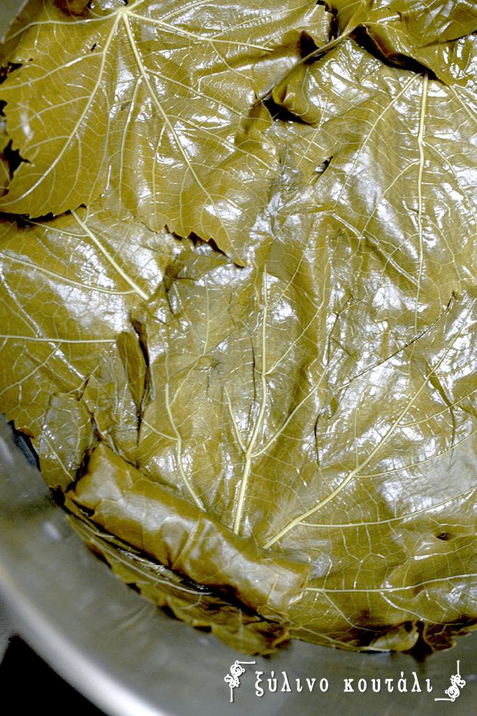 Ντολμαδάκια Γιαλαντζί- στρώσιμο κατσαρόλας
