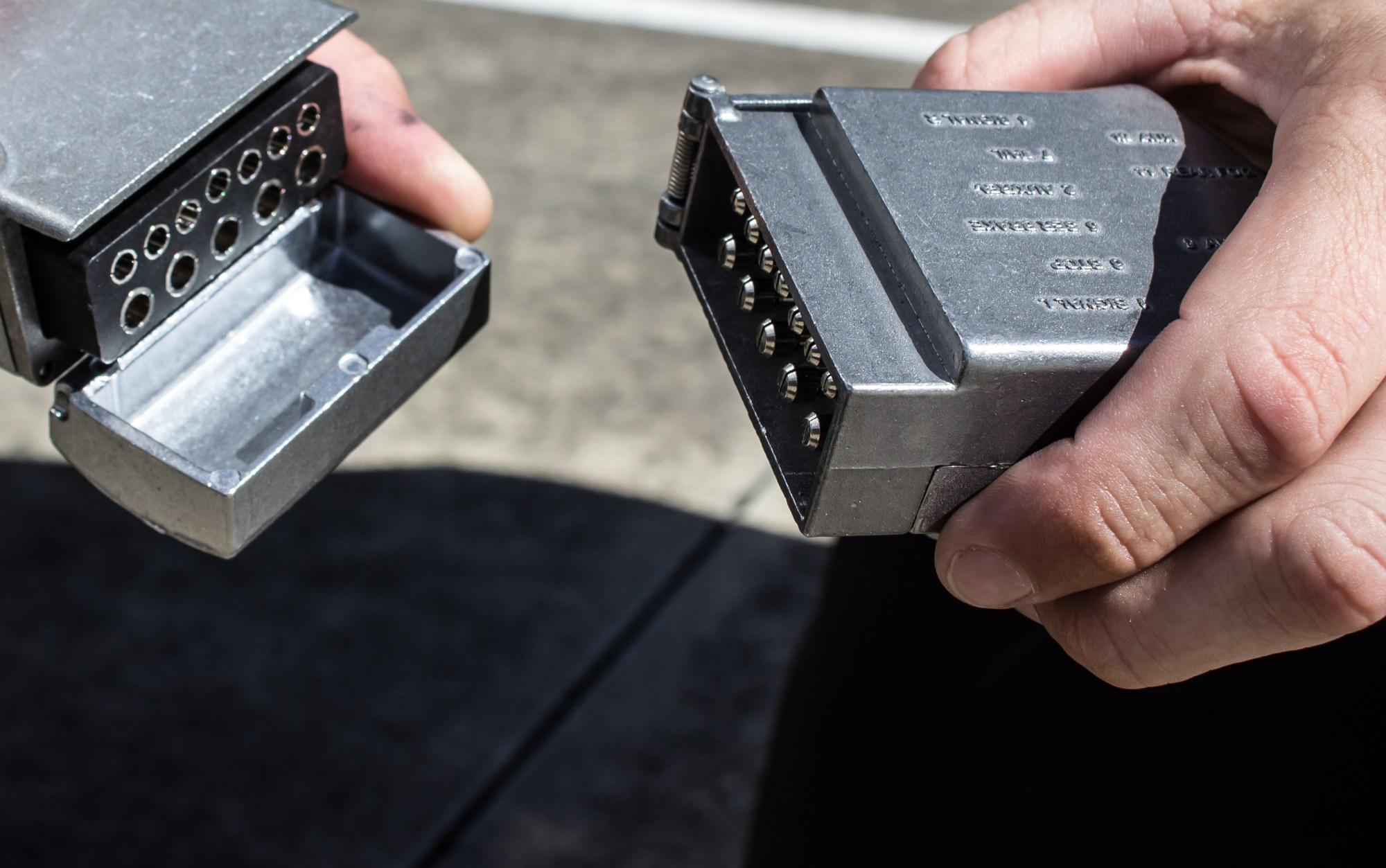 hight resolution of kt world first 12 pin flat metal trailer plug socket