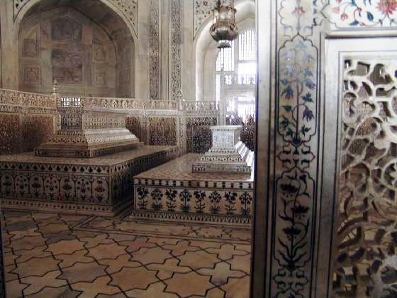 cenotaphs-interior-of-taj-mahal