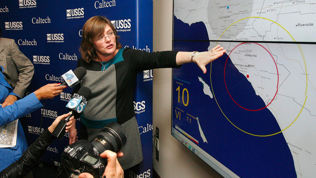 Seismologist Dr. Lucy Jones explains an earthquake early warning system at Caltech in this undated photo. (Credit: Tim Berger/Los Angeles Times)
