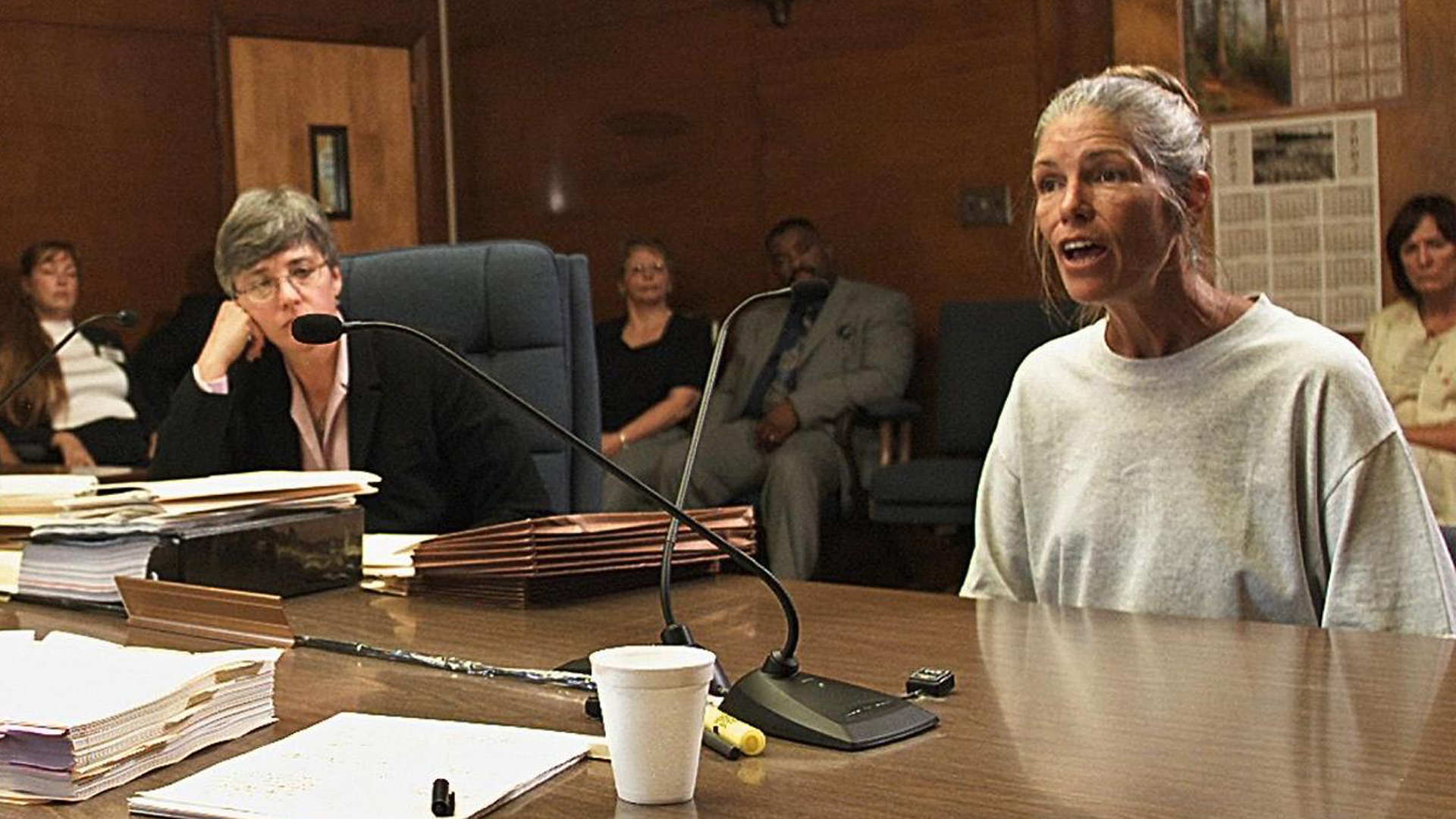 Leslie Van Houten speaks after her parole was denied June 28, 2002, at the California Institution for Women in Corona (Credit: DAMIAN DOVARGANES/AFP/Getty Images)