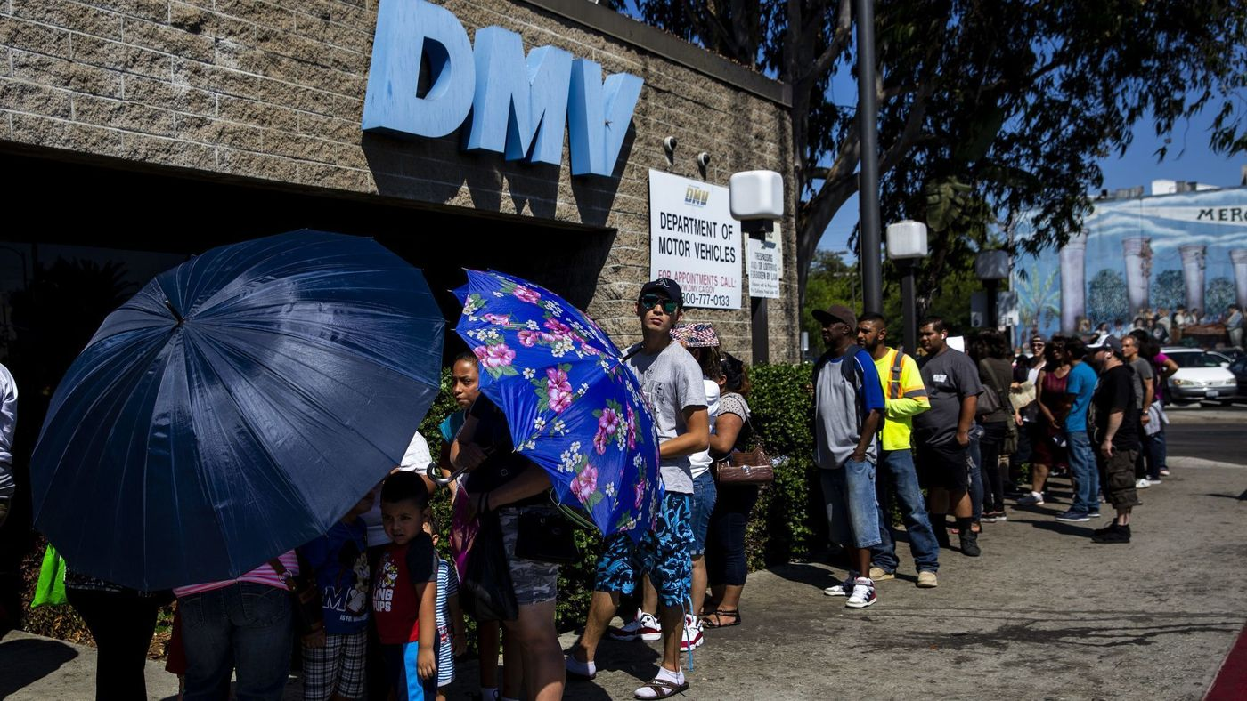 A line of people stretches around a California Department of Motor Vehicles building in South Los Angeles on Aug. 7, 2018. (Credit: Kent Nishimura / Los Angeles Times)