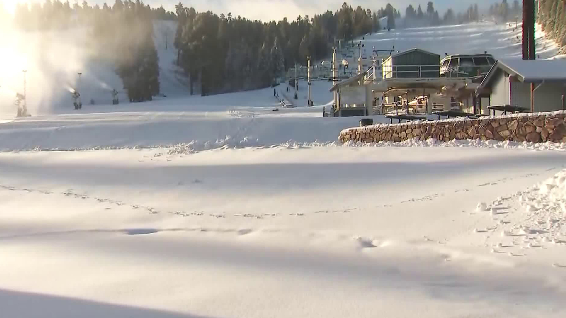 Fresh snow coats the slopes at Snow Summit on Nov. 30, 2018. (Credit: KTLA)