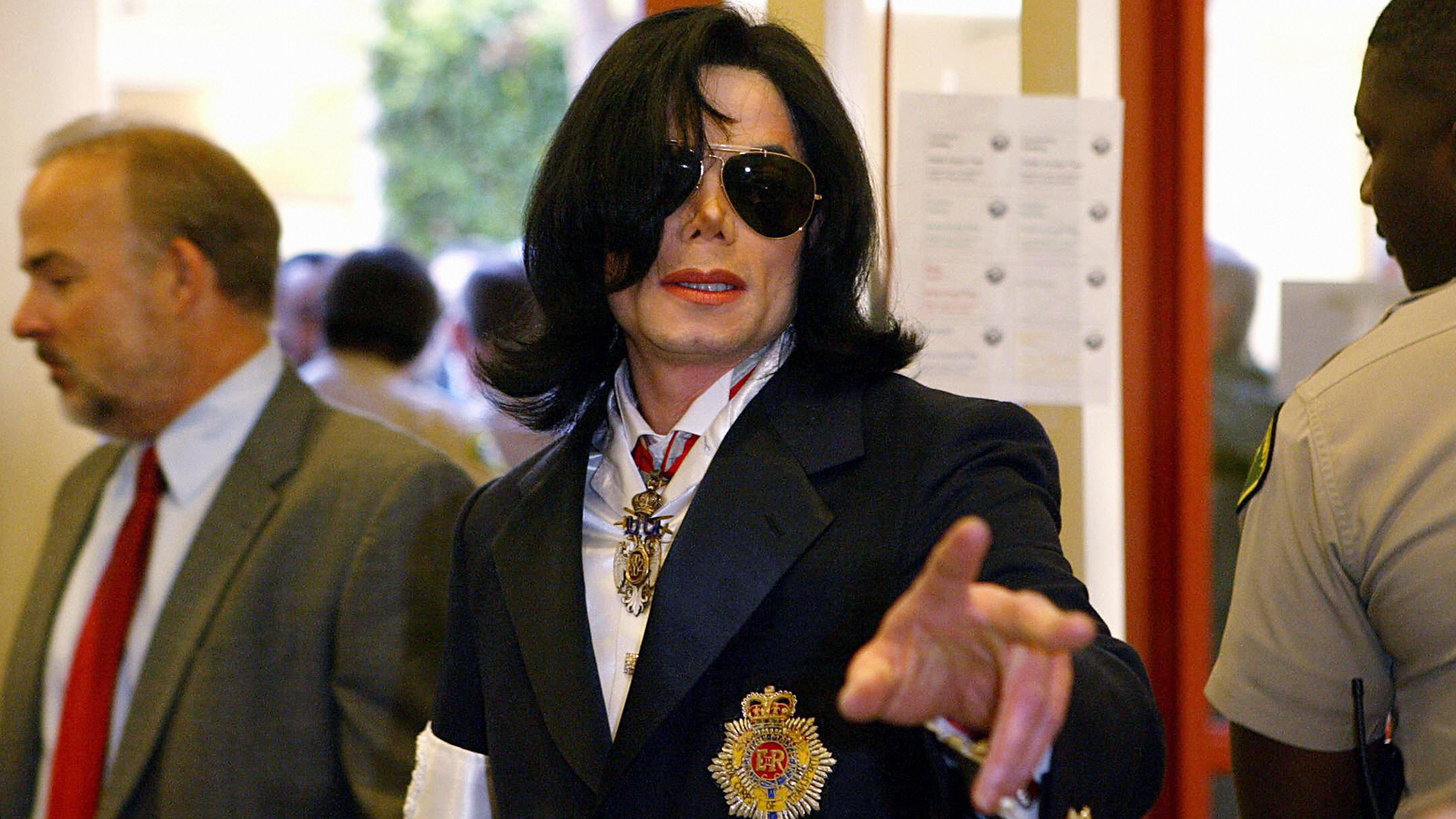 Pop star Michael Jackson enters, after a security check, the courthouse in Santa Maria, Calif., for his arraignment on child molestation charges, Jan. 16, 2004. (Credit: KEVORK DJANSEZIAN/AFP/Getty Images)