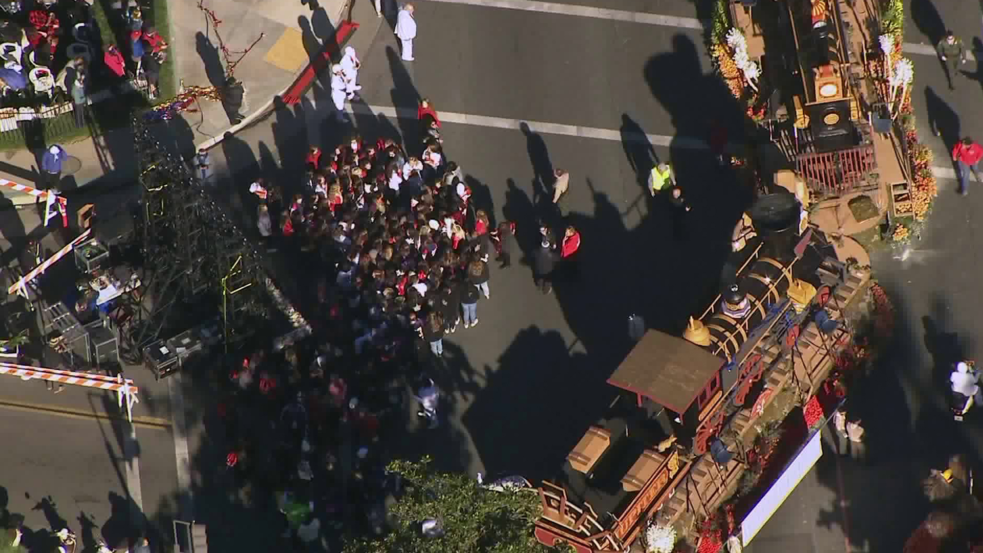 The Chinese American Heritage Foundation float experienced problems during the Jan. 1, 2019, Rose Parade in Pasadena. (Credit: KTLA)