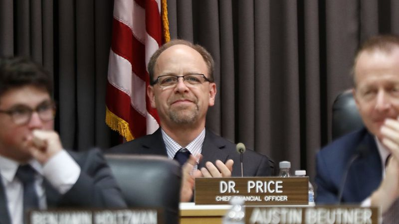 Los Angeles Unified Chief Financial Officer Scott Price appears in an undated photo. (Credit: Luis Sinco / Los Angeles Times)