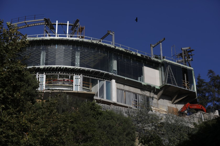 The unfinished mansion on Strada Vecchia Road in Bel-Air, shown in an August 2019 photo.(Credit: Francine Orr/ Los Angeles Times)