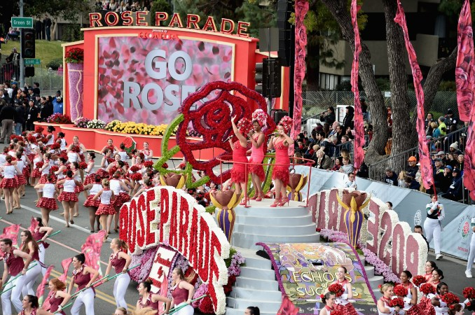 Annual Rose Parade canceled, New Year's Day car caravan honors COVID-19 victims in Pasadena