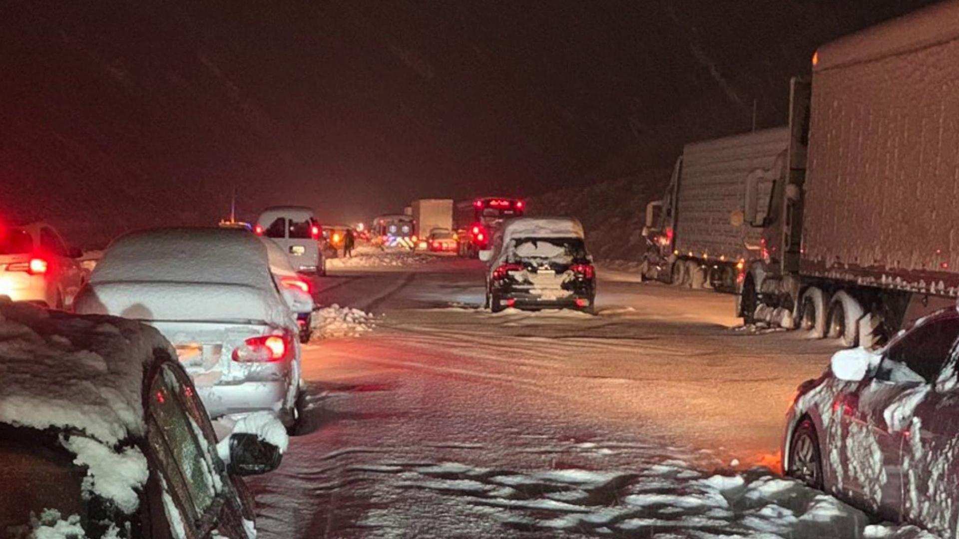 Multiple vehicles were stuck along the Grapevine on Dec. 26, 2019. (Credit: @louigiswla / Twitter)