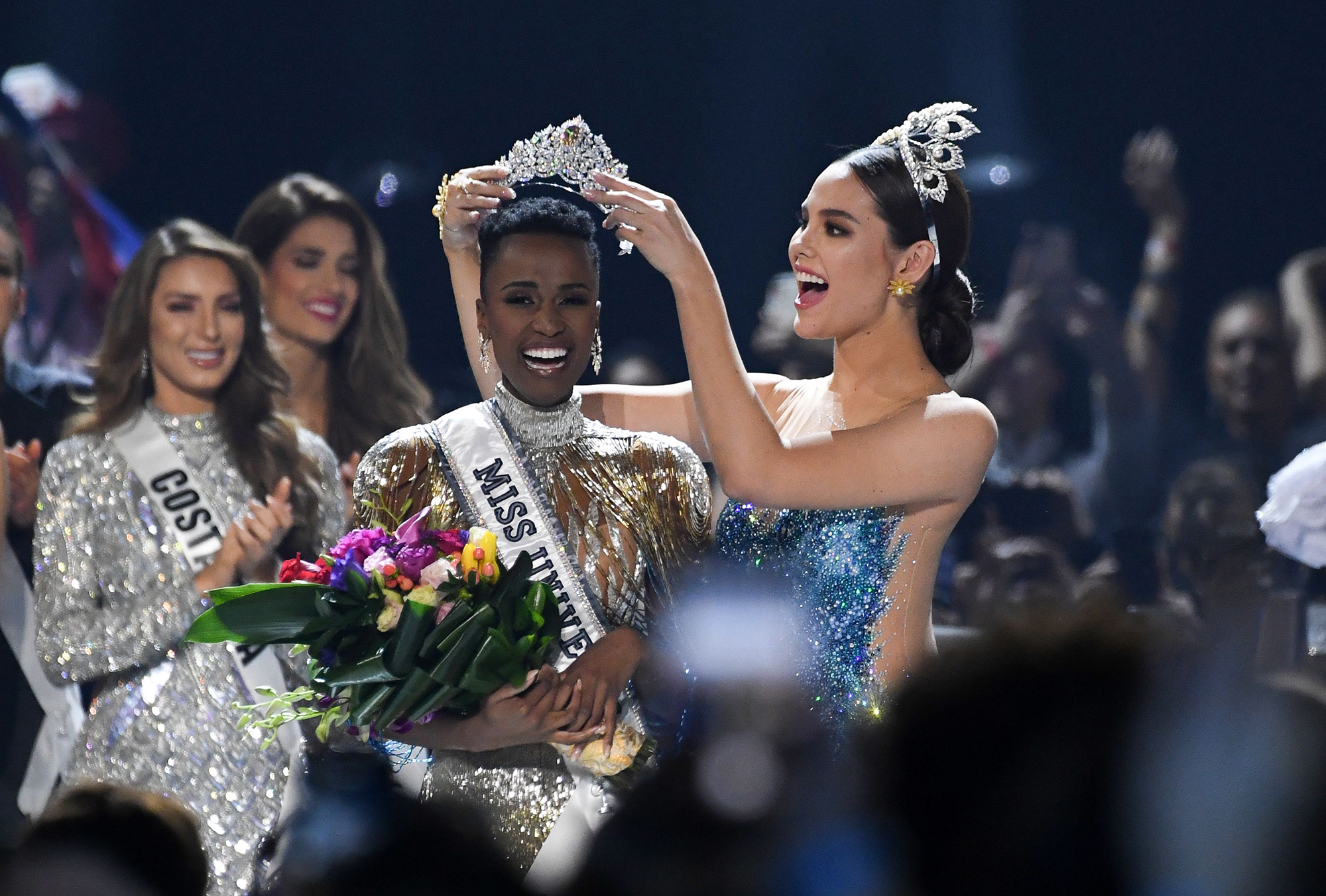 Miss Universe 2018 Philippines crowns the new Miss Universe 2019 Zozibini Tunzi (Credit: VALERIE MACON/Getty )