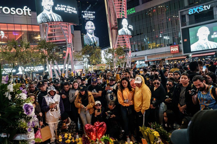 Fans gather outside Staples Center on Jan. 26, 2020 to mourn the death of Kobe Bryant.(Credit: Marcus Yam / Los Angeles Times)