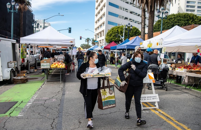 Shoppers at the Santa Monica Farmers Market wear masks on March 18, 2020. (Credit: Mariah Tauger / Los Angeles Times)