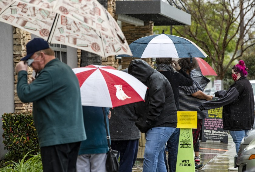 Customers line up outside a Trader Joe's store in Riverside on April 9, 2020.(Gina Ferazzi / Los Angeles Times)