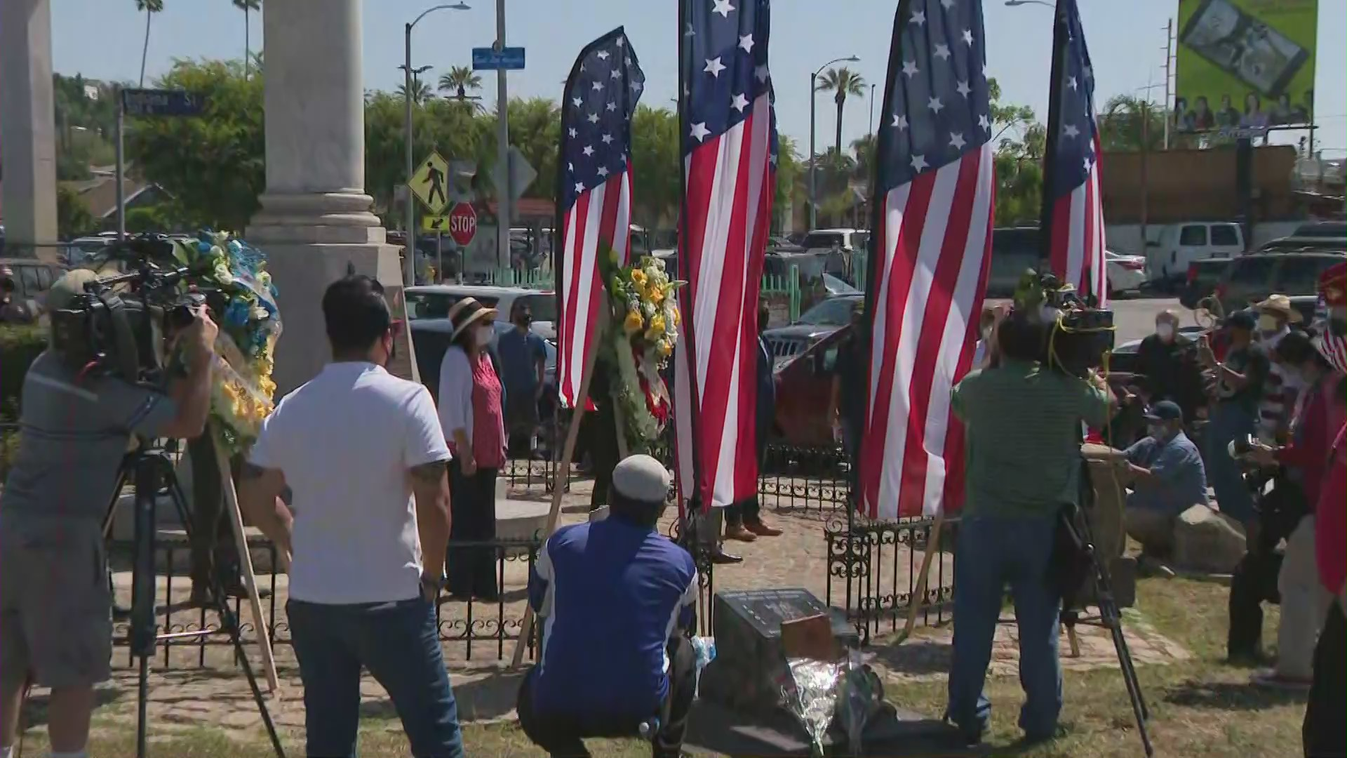 A ceremony is held at the Mexican-American All Wars Memorial in Boyle Heights on May 25, 2020. (KTLA)