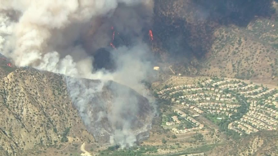 Ranch 2 Fire Spreads To 3 000 Acres After Sparking Near