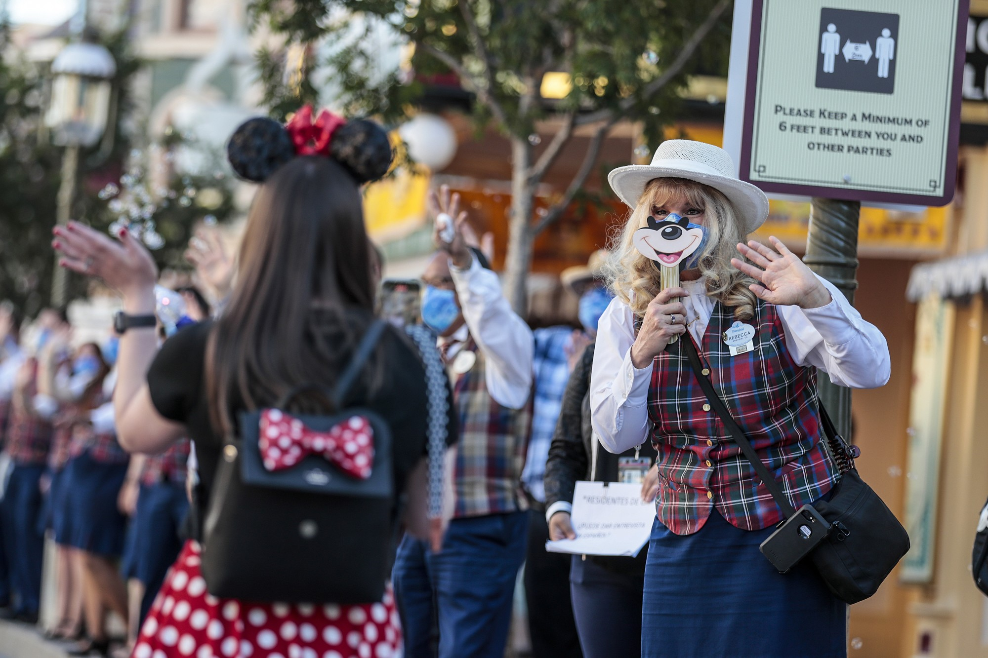 The first park visitors are greeted inside Disneyland as the theme park reopens for the first time in more than a year.(Robert Gauthier / Los Angeles Times)