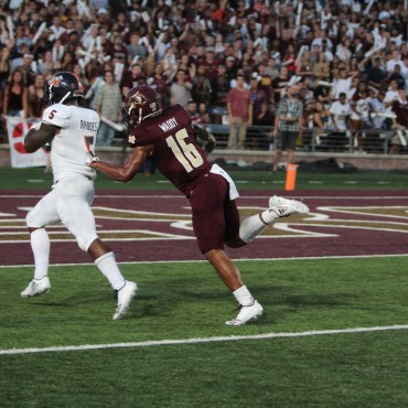 TXST Safety JaShon Waddy trying to stop UTSA tailback Jalen Rhodes from scoring in 2017.
