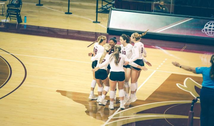 Texas State Bobcat Volleyball players are huddling up.