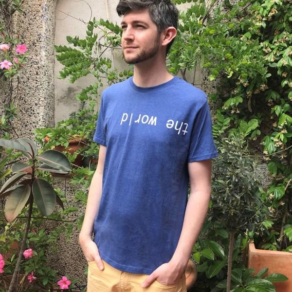 camiseta unisex el mundo al revés