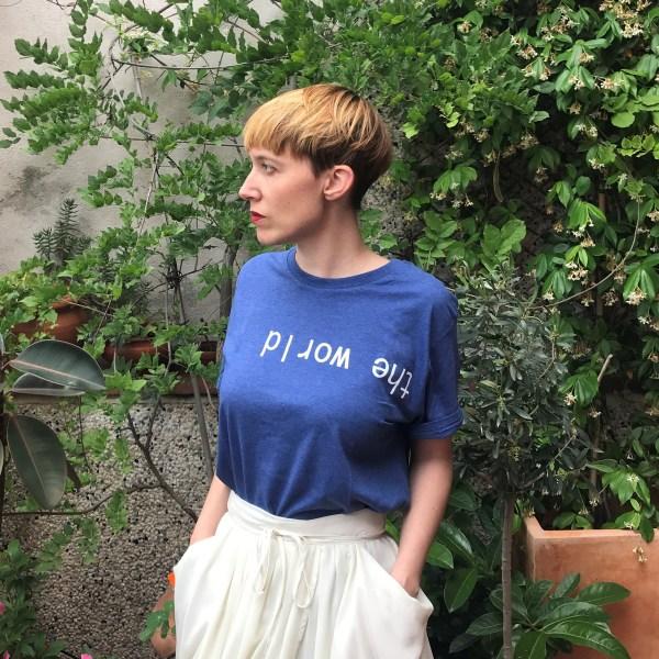 camiseta chica el mundo al revés