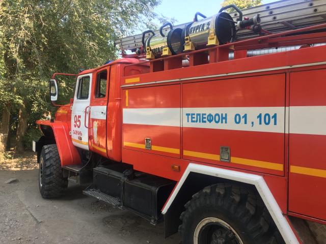 14 человек тушили пожар около Обувной фабрики в Сызрани