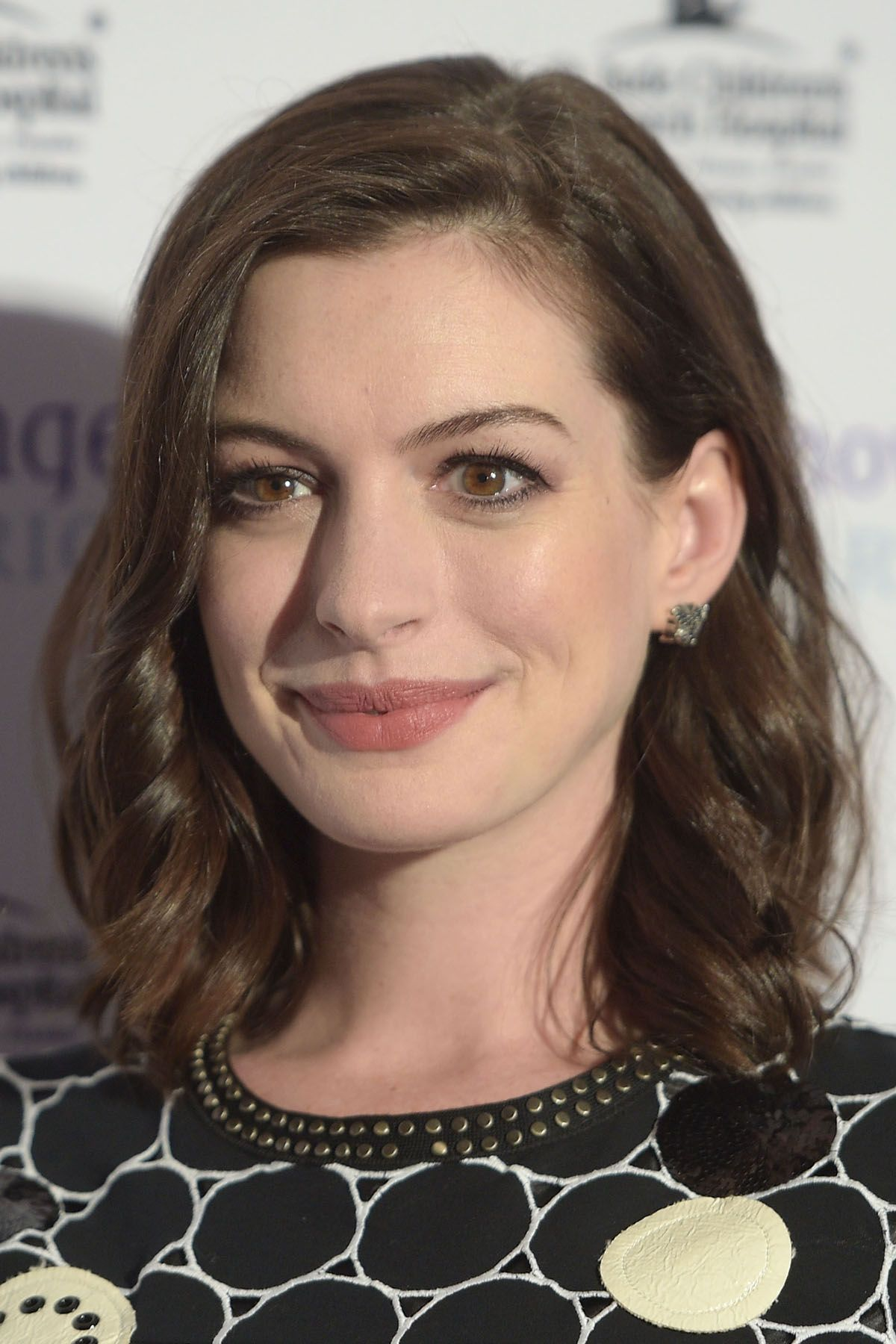 25 Easy Medium Length Hairstyles and Haircuts for Women 2017  How to Style Mid Length Hair