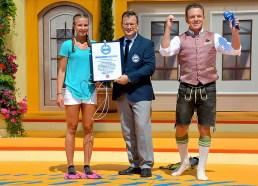 Bei der Live-TV-Show »immer wieder sonntags« (ARD, D) erzielte Jaclyn Hagemann aus Hamburg (D) bei Moderator Stefan Mross den Weltrekord für die »meisten Seilsprünge mit Schwimmflossen an den Füßen in einer Minute«. Bestätigt wurden die 125 Seilsprünge durch Rekordrichter Olaf Kuchenbecker für das Rekord-Institut für Deutschland.