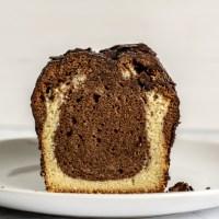 Marmorkuchen deluxe. Mit Schokolade und Schlagsahne.