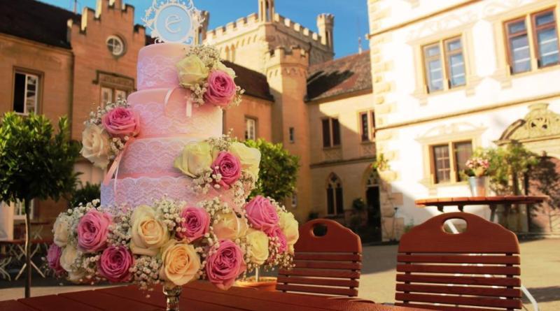 Hochzeitstorte spitze, Hochzeitstorte mit echten Blumen, Motivtorte Hochzeit, Hochzeitstorte rosa, Monogramm, Hochzeitstorte vintage, Rosa Torte