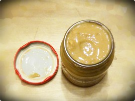 Erdnussmus-Glas