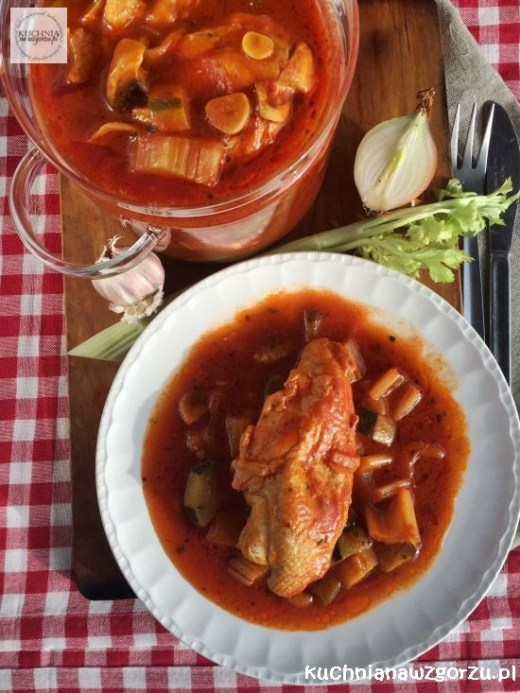 kurczak duszony w sosie pomidorowym