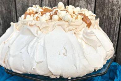 tort-pavlova-krem-karmelowy-popcorn