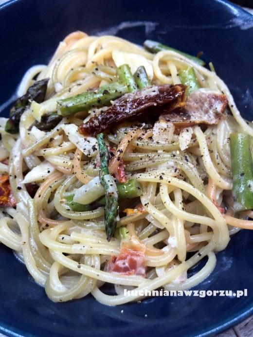 szparagi-w-kremowym-sosie