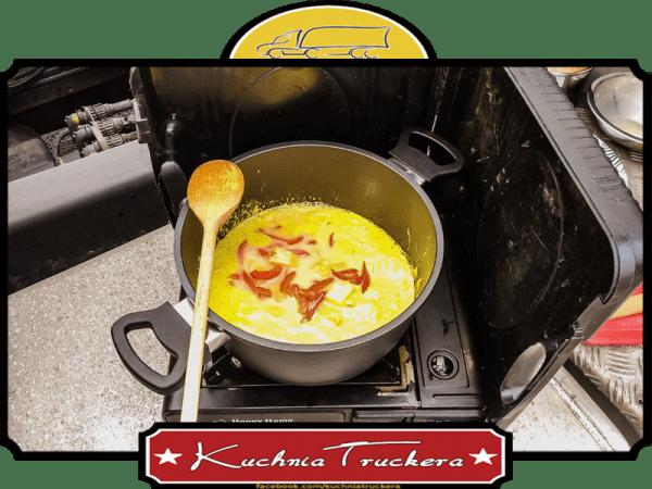 Kurczak curry i piripiri w mleku kokosowym z ananasem