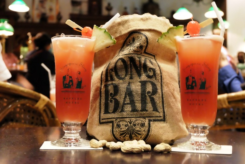 kucuk-martha-gezi-notlari-seyahat-singapur-raffles-hotel-long-bar-sling