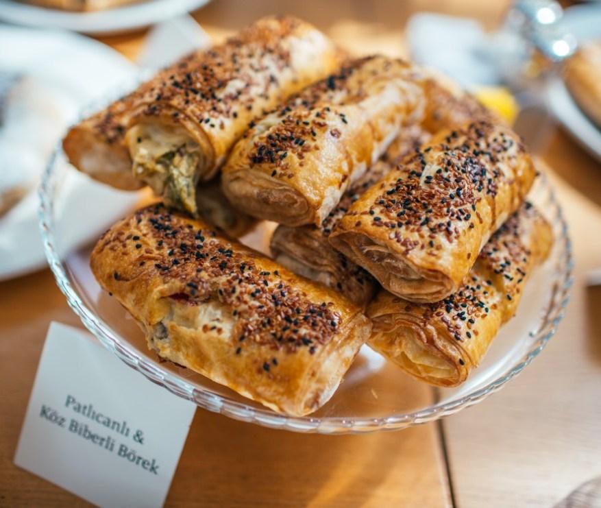 suadiye - beyaz fırın - küçük martha - mekan önerileri - kahvaltı - brunch-patlıcanlı köz biberli börek