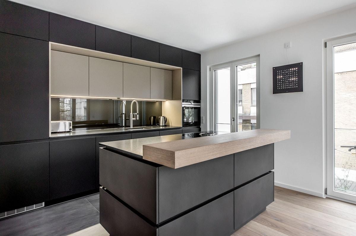 Dunkle Küche Boden