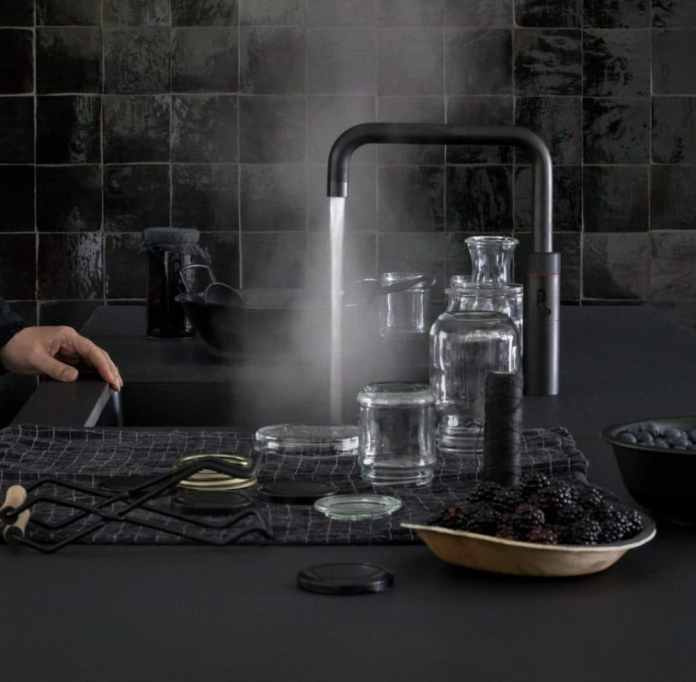 The Quooker CUBE is available in different versions - also in a classy black version.  The product not only brings style, but also environmental protection in the kitchen - carrying crates and plastic bottles are a thing of the past.  (Photo: Quooker)