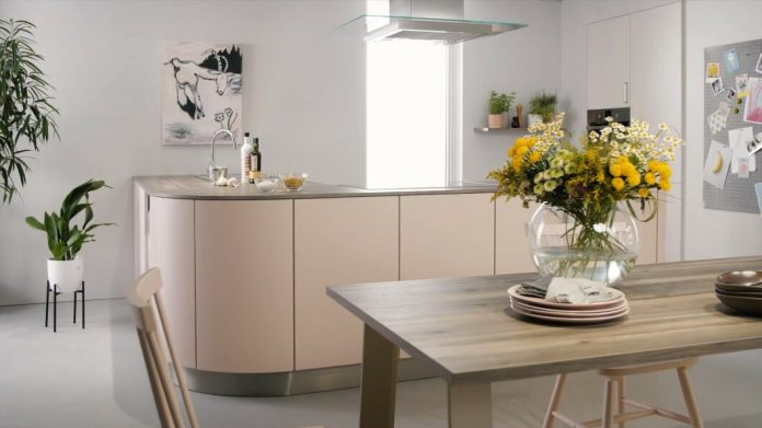 The new Color Concept 2021 also takes into account the prevailing concept of the modern kitchen - puristic surfaces in a homely design.  The colors can be combined better.  (Photo: Schüller)
