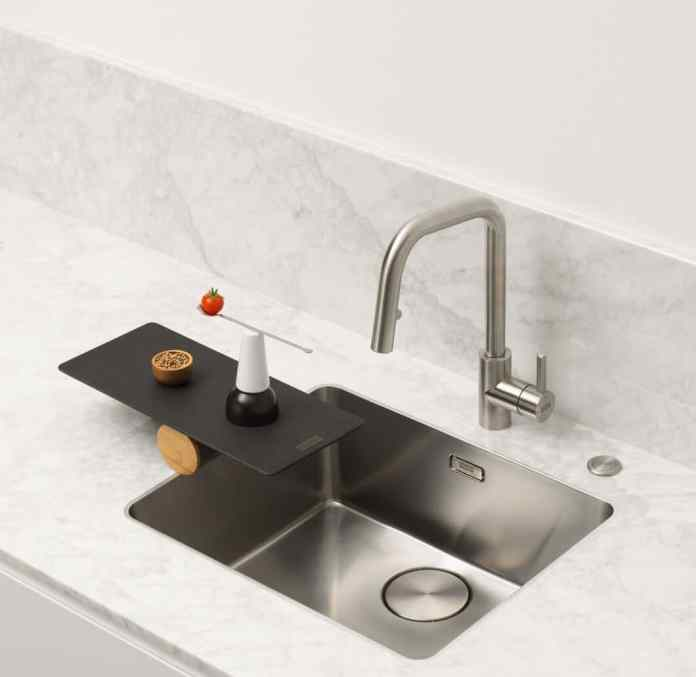 "This model of the works like an undermount sink ""myth""Series at first sight.  The narrow, yet robust, solid stainless steel frame is barely visible.  The concept contributes significantly to hygiene and ease of care - and to the motto ""THE JOY OF PRECISION"".  (Photo: Franke)"