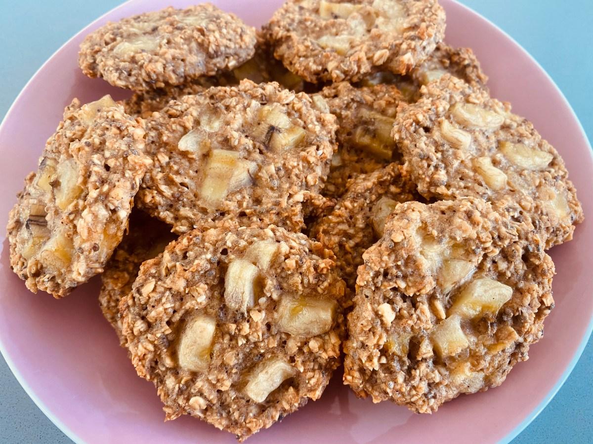 Frühstück - Cookies, Haferflocken, Joghurt, Chiasamen, gesund