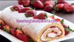 kue strawberry roll cake