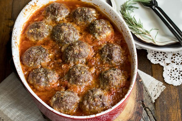 Ćufte u bećar-sosu / Meatballs in paprika & tomato salsa