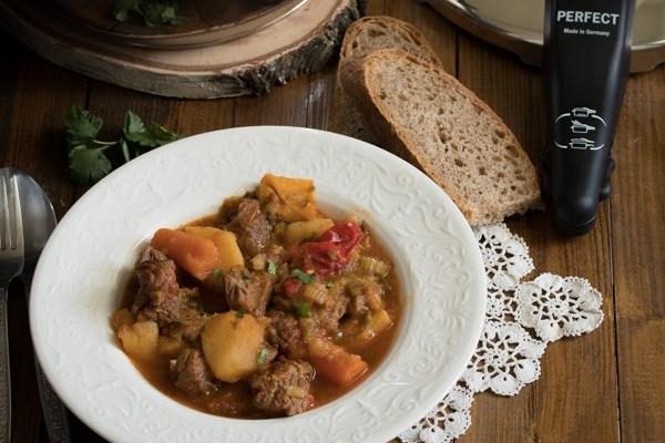 Paprikaš iz ekspres lonca / Pressure cooker beef stew