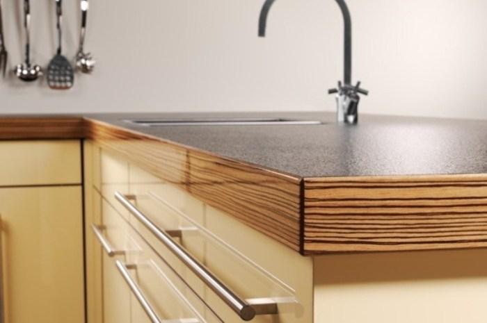 Прочное полимерное покрытие столешницы на кухне